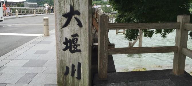 『京都おさんぽ#68』梅雨の嵐山その②。天龍寺を抜け、やがて大堰川(おおいがわ)へ。川の風物詩の裏側との出会いも。