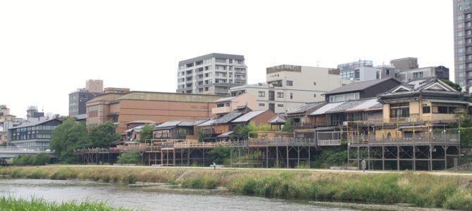 『京都おさんぽ#84』鴨川ぶらり〜川床ただいま準備中!〜面白い施設、高低差?発見