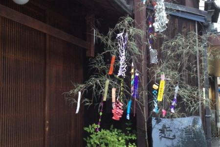 『京都おさんぽ#24』年に一度の逢瀬~この時期、軒端に揺れるのは・・・