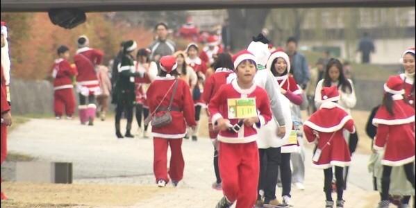 サンタさん走る!!クリスマスの鴨川にて。